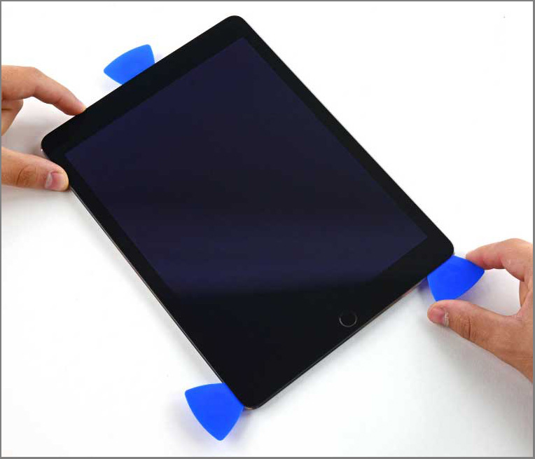 iPad air 2 screen replacement - Step 22 - Take the opening pick from the right side to the bottom corner of the screen