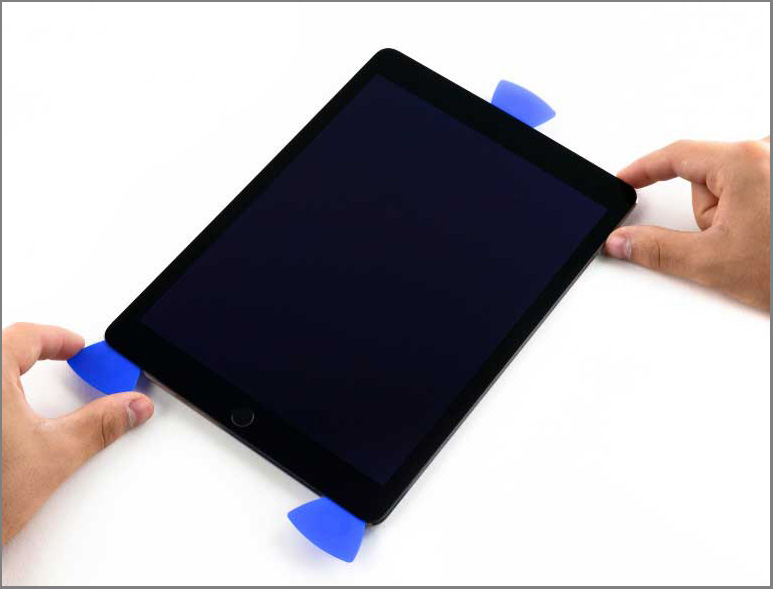 iPad air 2 screen replacement - Step 23 - Take the opening pick from the left side to the bottom corner of the screen